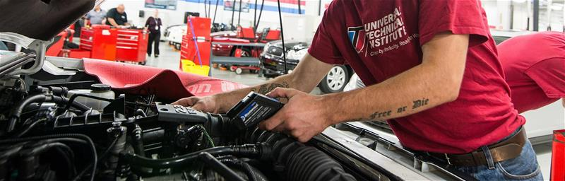 The Difference Between a Mechanic and An Automotive Technician