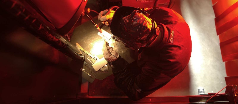 How to Become a Traveling Welder