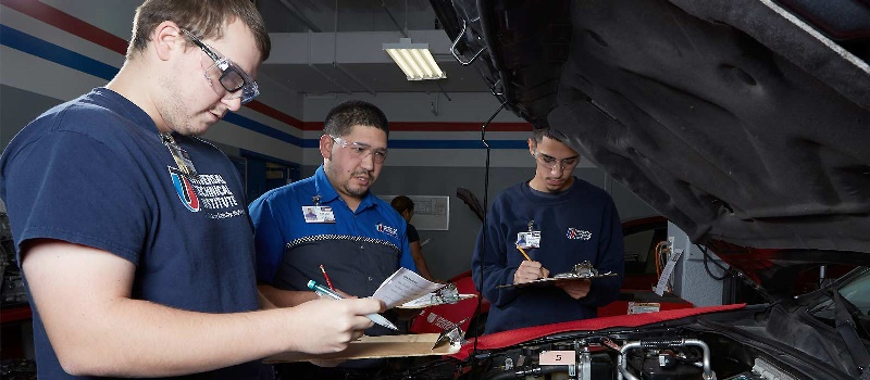 What Is an Automotive Service Manager?