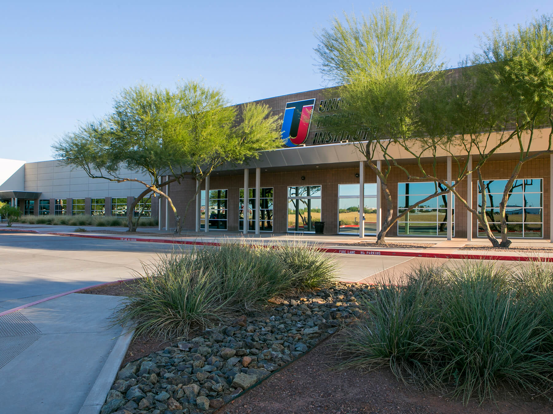 Exterior photo of the campus in Avondale Arizona