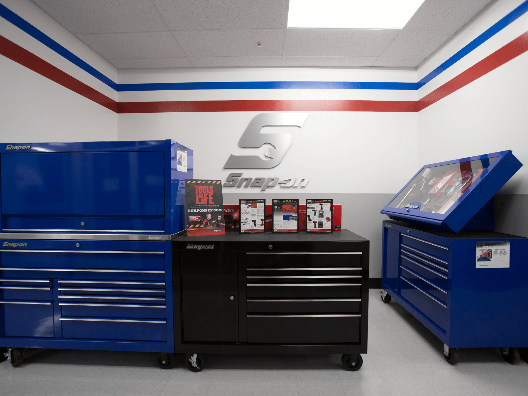 Interior photo of the Snap-On room at Long Beach campus