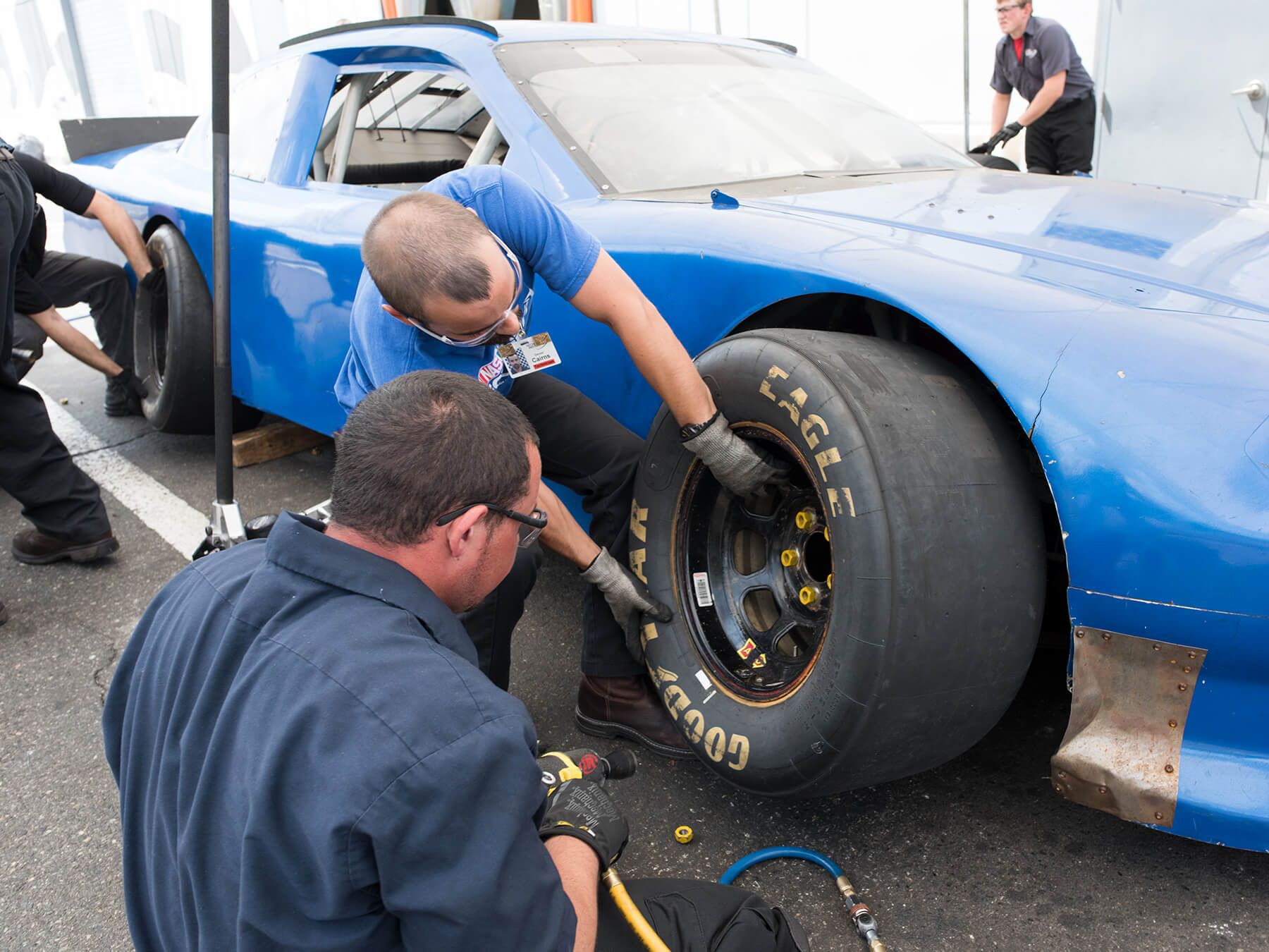Students changing out tires in the Nascar Pit Crew Lab at Mooresville campus