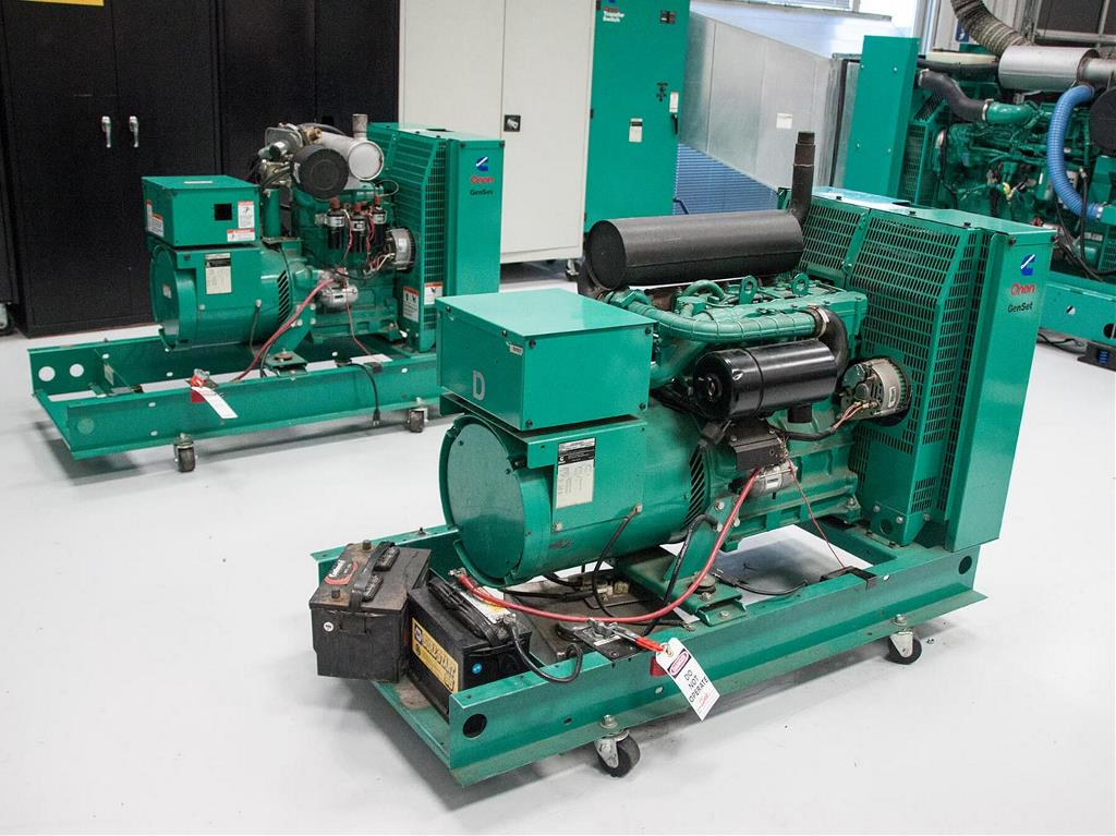 Wide angle photo of Green cummins power generator in the cummins lab
