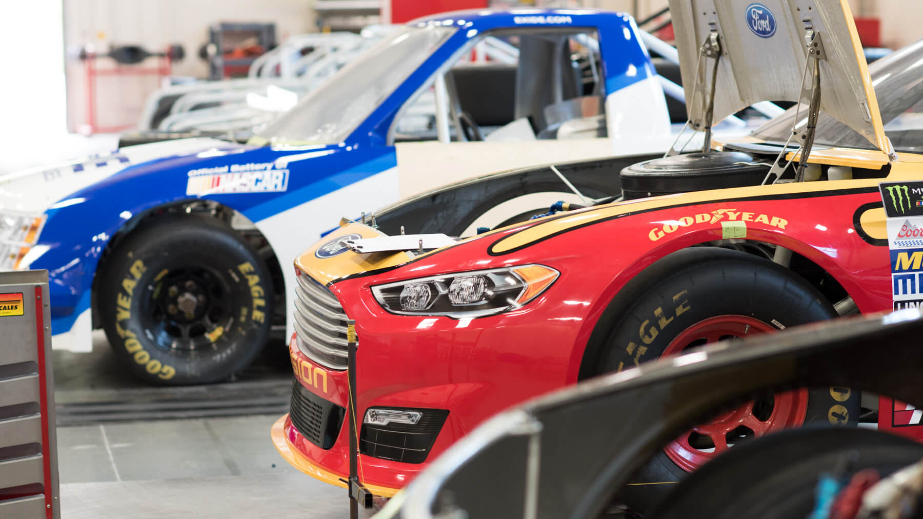 specialized-training_4x3_nascar_cars
