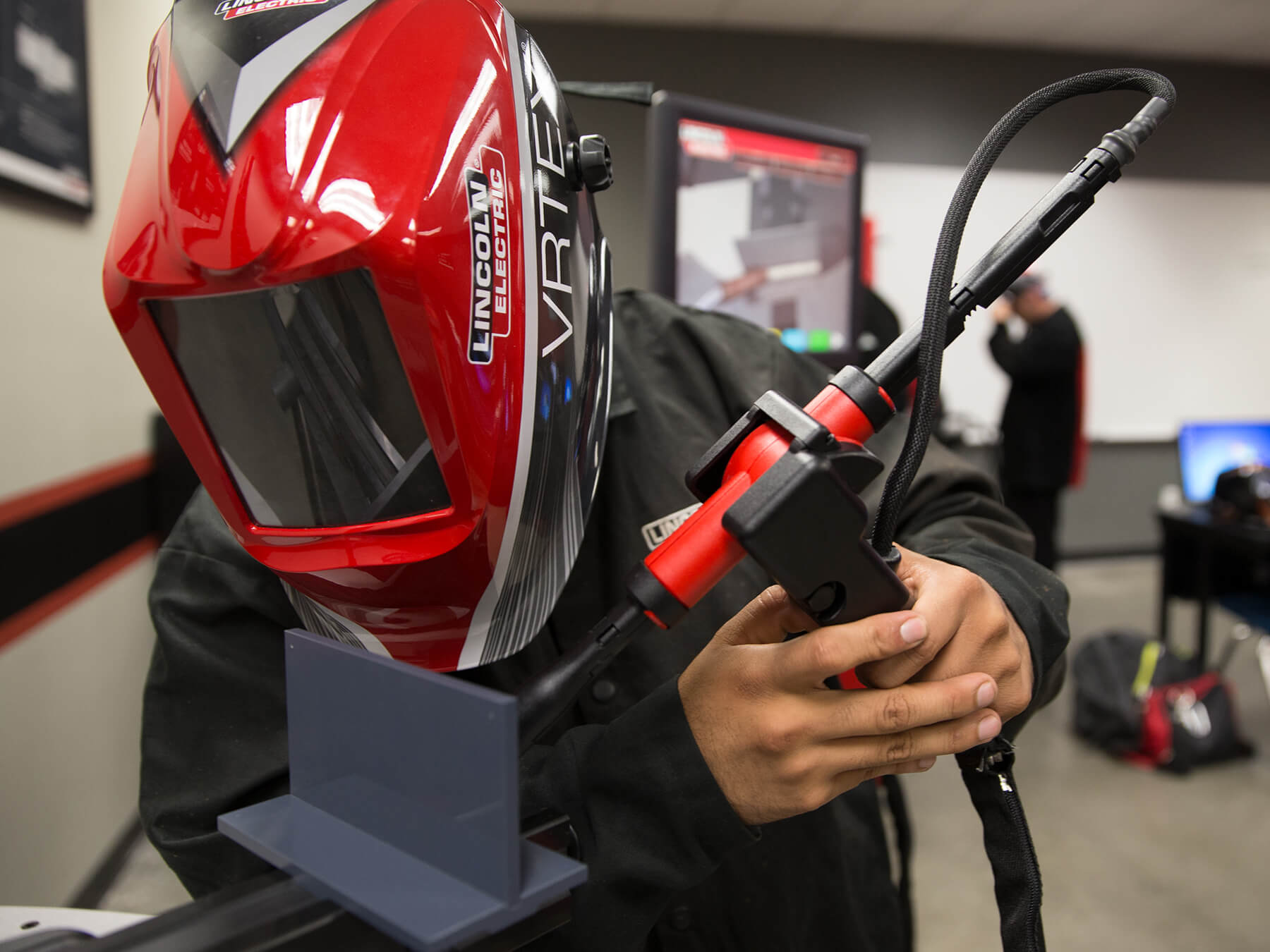 Welding student practicing welding with the Lincoln virtual welder in Welding lab